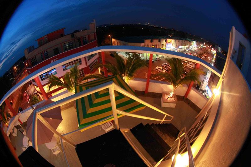 Balcony, Langit-Langi Hotel