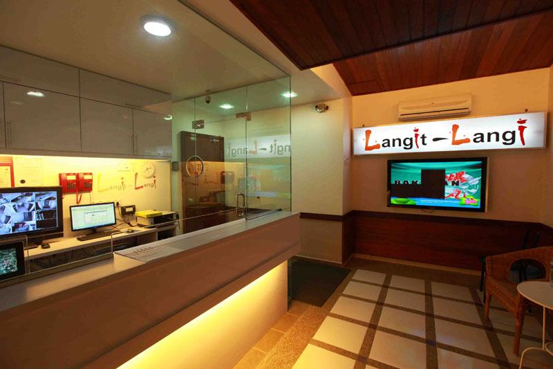 Reception, Langit-Langi Hotel