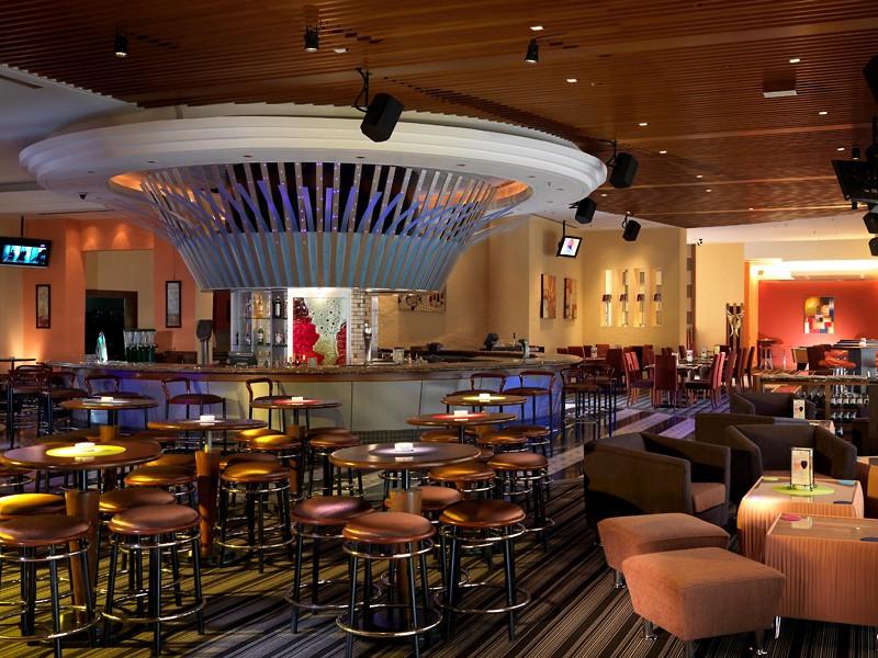 Travellers Bar & Grill, Sama-Sama Hotel