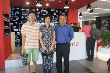 Tune Hotel KLIA2 Manager (right) with guests from Perth, Australia, Irene Tiong and her son Allan Tan. They are en route to Nagoya, Japan.