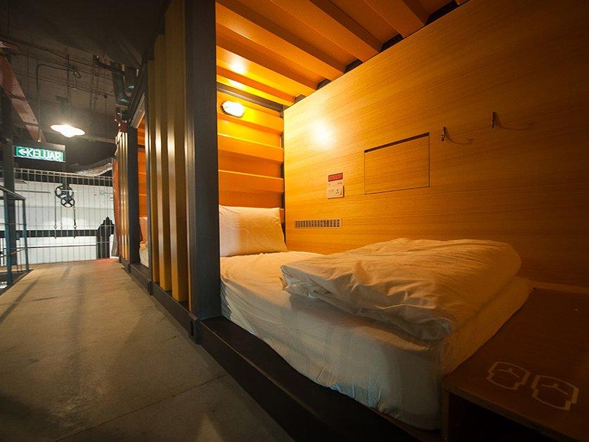 Capsule bedroom