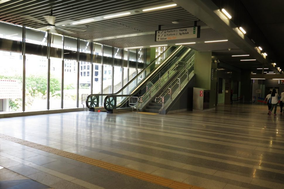 Concourse level at Semantan station