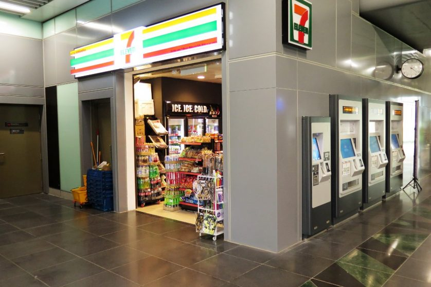 7-eleven convenience store at Semantan station