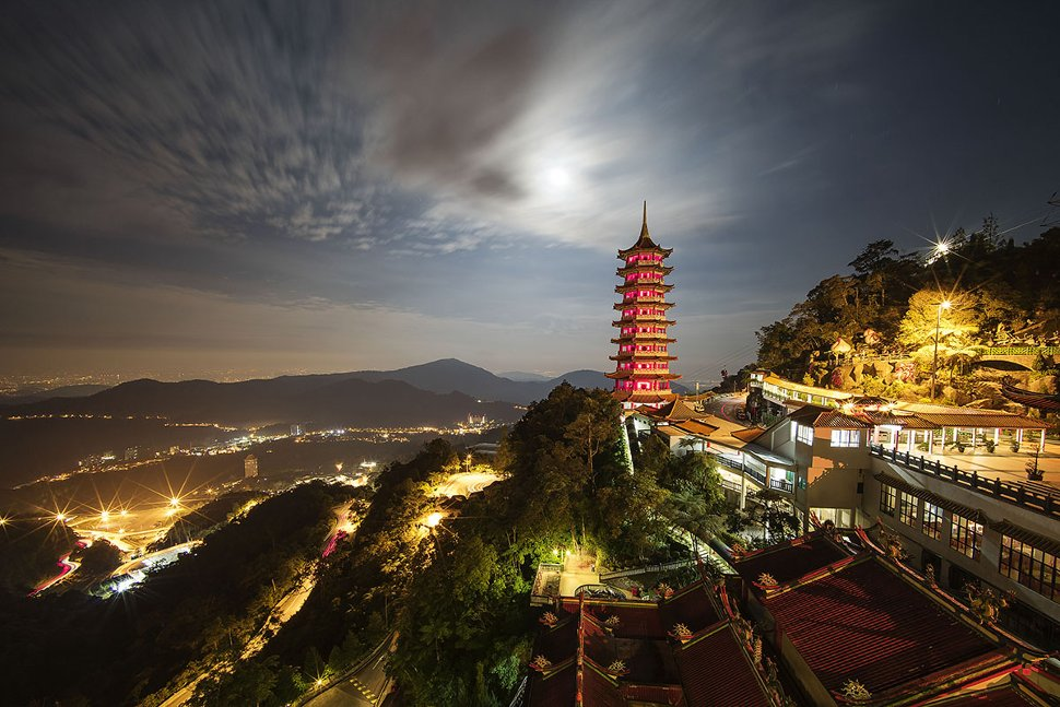 Night view of the Chin Swee Caves Temple