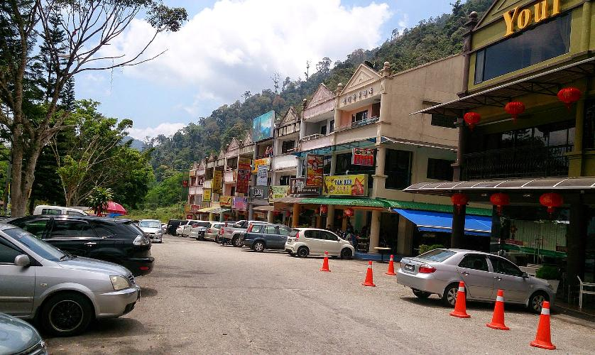 Rows of shops at Gohtong Jaya town