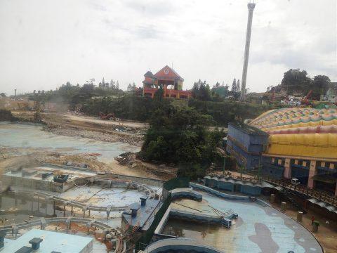 Demolition of old theme park, Dec 2013