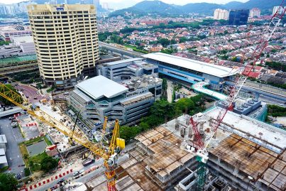 View of the Bandar Utama Station which is located in front of Seri Pentas and beside the 1PowerHouse Bandar Utama (right) that is currently undergoing construction. Aug 2016