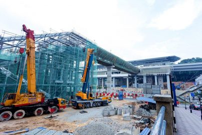 Ongoing construction of Entrance A of the Phileo Damansara Station with pedestrian bridge over the SPRINT Highway. Jan 2016