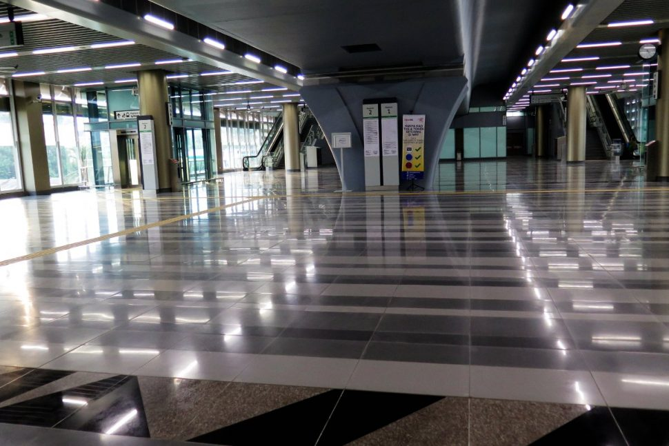 Concourse level of Sri Raya station