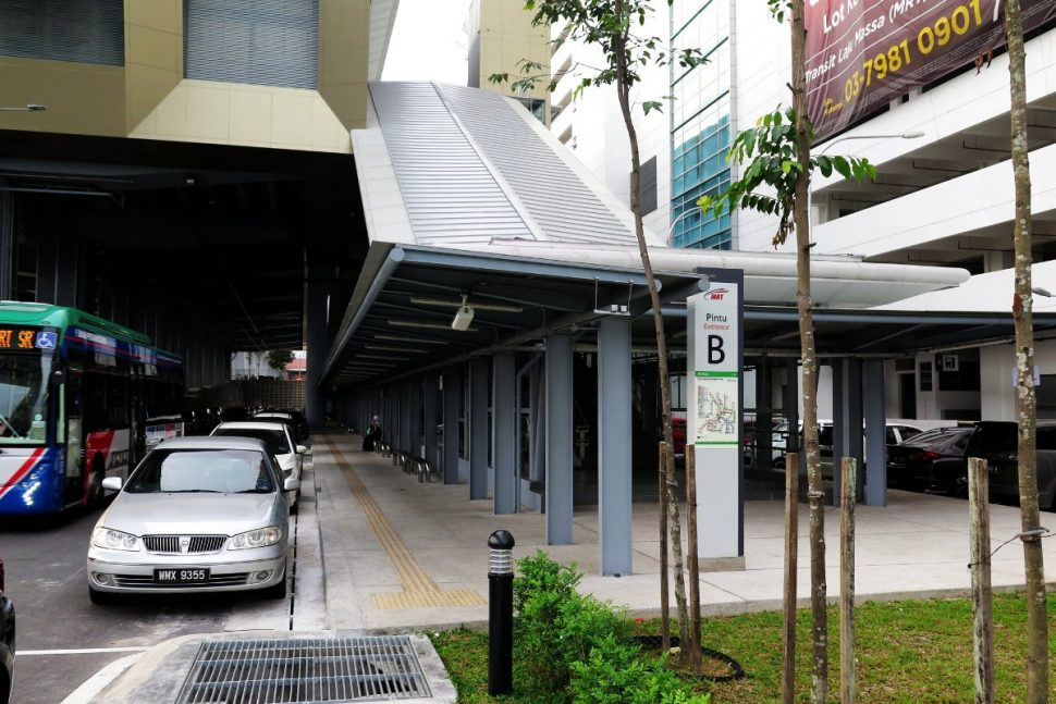 Entrance B of Sri Raya station
