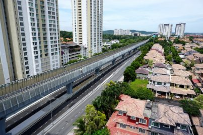 Noise barriers installed at the MRT guideway above the Persiaran Surian. Sep 2016