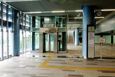 Lift for level access on concourse level