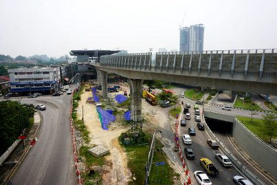 Noise barriers along the guideway on the approach to the Taman Pertama Station. Oct 2015