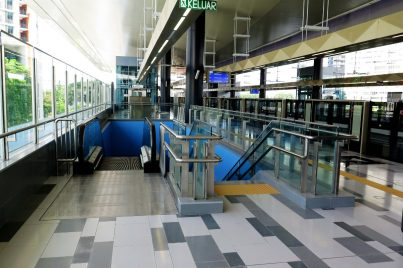 Escalator and stair for access to concourse level