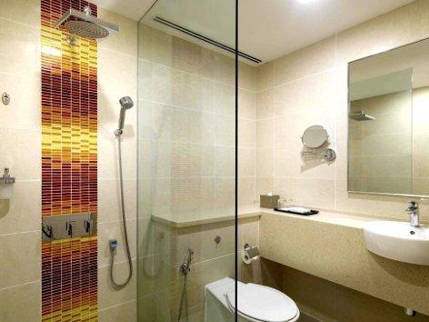 Clean and spacious bathroom