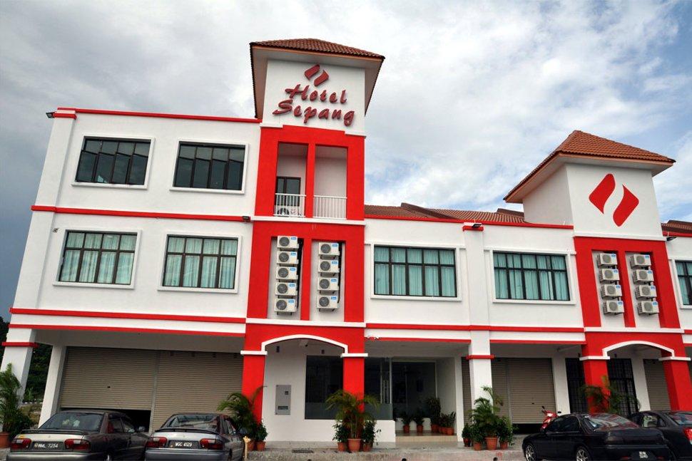 Facade of the OYO 698 Hotel Sepang