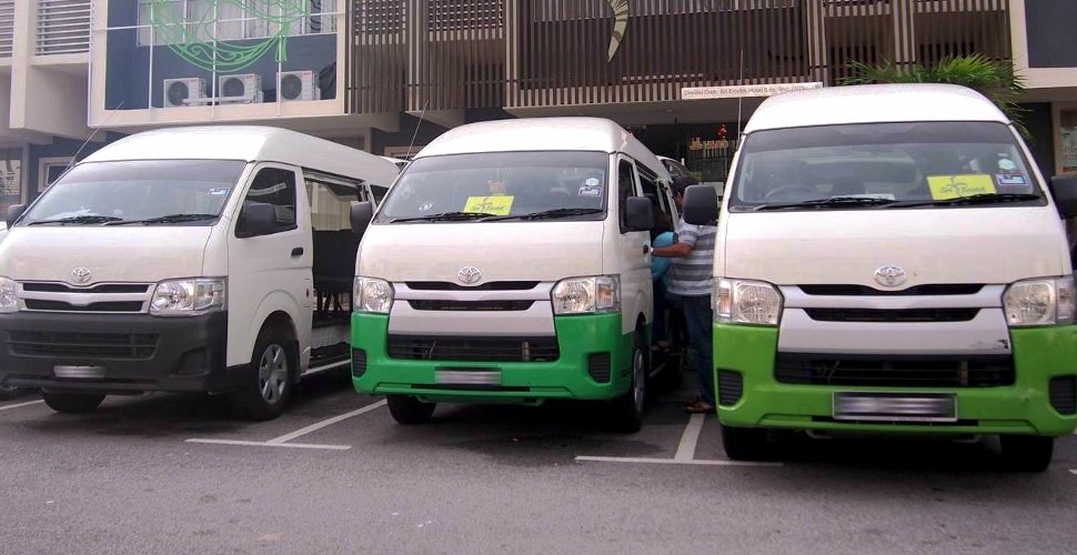 Shuttle transfer between the Sri Langit Hotel and airport