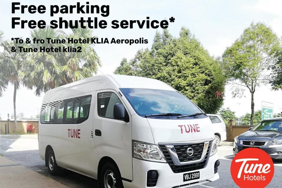 Shuttle service between the Hotel and airports