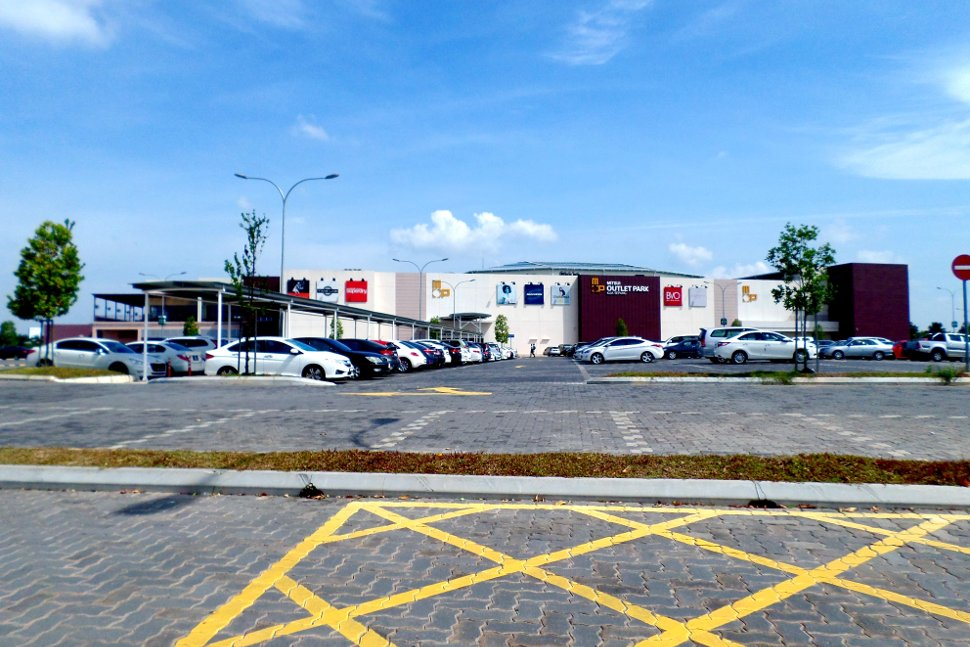 Ample car parking bays near the shopping mall